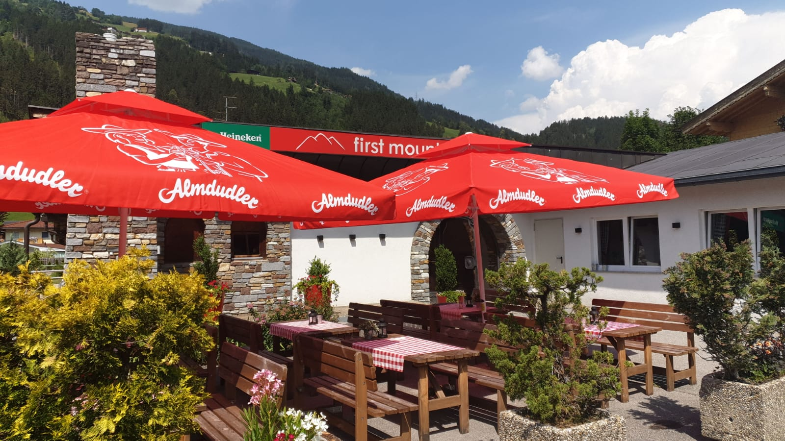 Hotelterrasse des first mountain im Zillertal